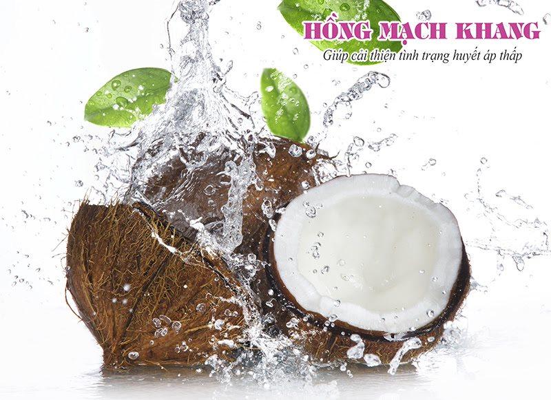 Một cốc nước dừa có thể giúp làm giảm chóng mặt do hạ huyết áp